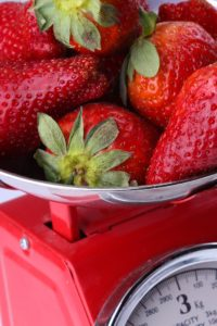food scale strawberries meal plan information