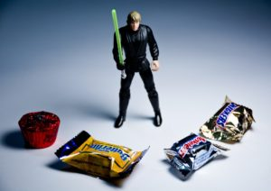 luke skywalker jedi knight fighting candy bars butterfinger 3 musketeers snickers Reese's peanut butter cups